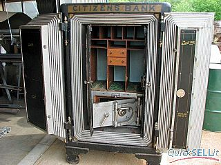 S&G #4 in Mosler safe door (1).jpg (26390 bytes)