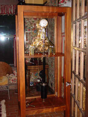 s- In cabinet full view.jpg (142429 bytes)